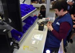 Vanavond in Z-Maatwerk: Hoe technologie meer werk creëert voor mensen met een handicap ring op de werkvloer