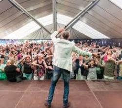 Maatwerkbedrijf Bewel opende de Limburgse festivalzomer